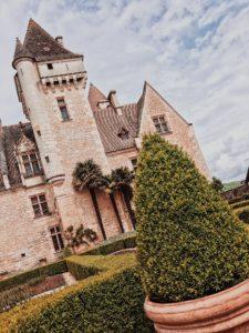 """<img src=""""chateau-milandes.jpg"""" alt=""""Vue du château des Milandes"""" srcset="""